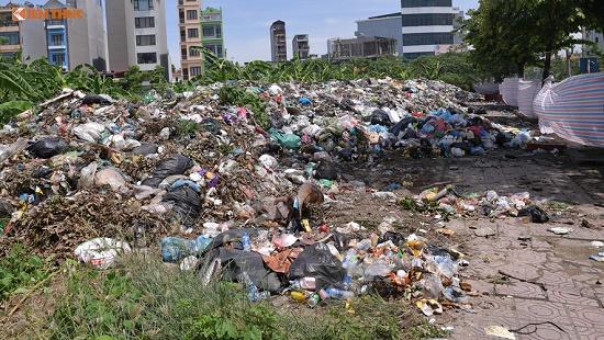Chùm ảnh: Hà Nội ngập trong rác thải vì dân chặn xe vào bãi rác Nam Sơn - Ảnh 5