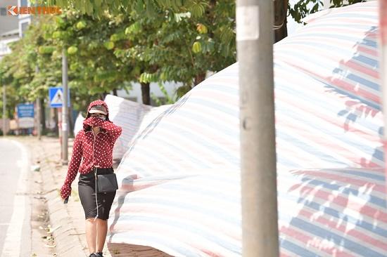Chùm ảnh: Hà Nội ngập trong rác thải vì dân chặn xe vào bãi rác Nam Sơn - Ảnh 7