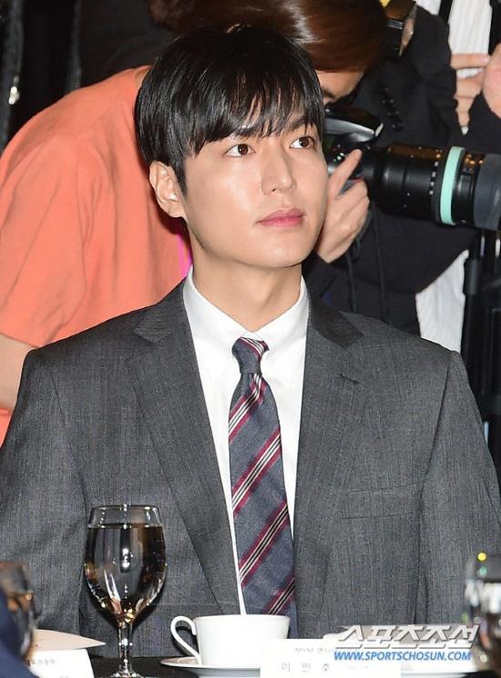 Mỹ nam Hàn Quốc Lee Min Ho đẹp 'gây thương nhớ' trong sự kiện mới - Ảnh 8