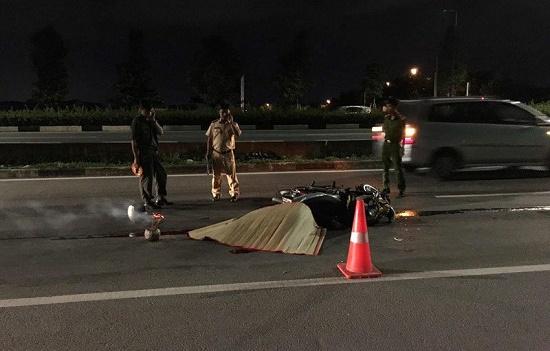 Tin tức tai nạn giao thông mới nhất hôm nay 13/8/2019: Tông vào dải phân cách, 2 thượng úy công an tử vong - Ảnh 4