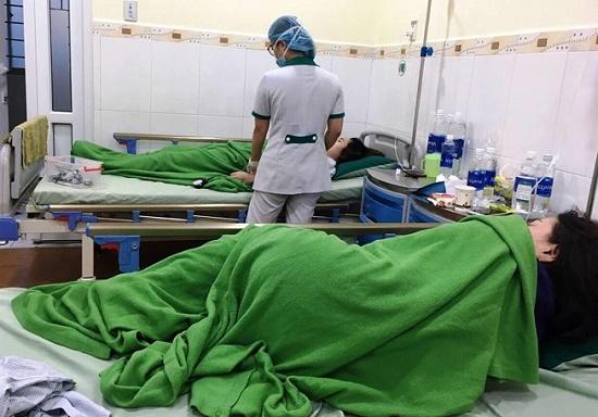 Đà Nẵng: Nhóm du khách nhập viện sau khi ăn bánh tráng thịt heo và bún mắm - Ảnh 1