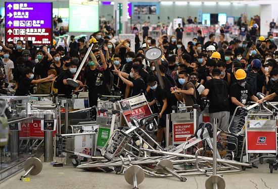 Trung Quốc ra lệnh ngăn cản người gây rối tại Sân bay quốc tế Hong Kong - Ảnh 1
