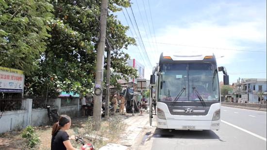 Quảng Trị: Tạm giữ tài xế xe khách dương tính với ma túy chống đối, lao vào xe CSGT - Ảnh 1