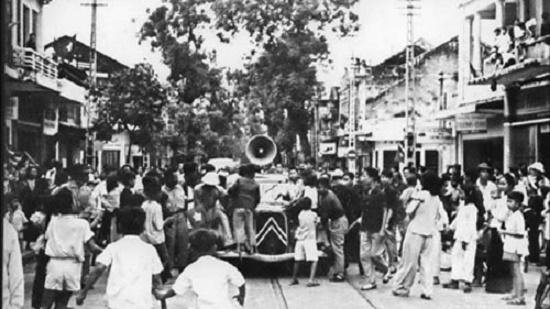 Nhớ những ngày tháng 8/1945 hào hùng qua ảnh tư liệu - Ảnh 1