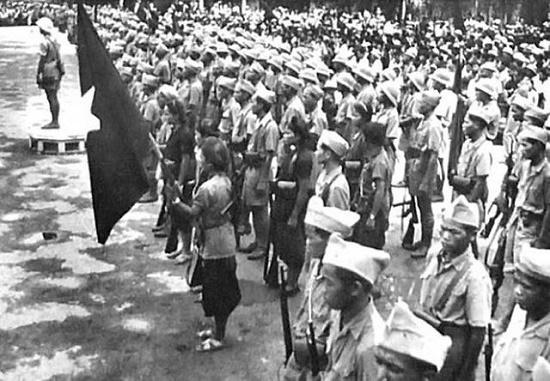 Nhớ những ngày tháng 8/1945 hào hùng qua ảnh tư liệu - Ảnh 5