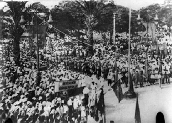 Nhớ những ngày tháng 8/1945 hào hùng qua ảnh tư liệu - Ảnh 6