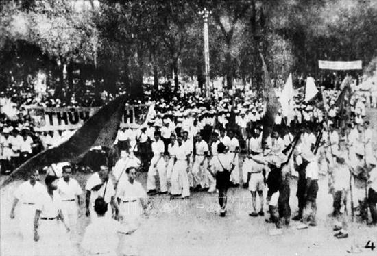 Nhớ những ngày tháng 8/1945 hào hùng qua ảnh tư liệu - Ảnh 9