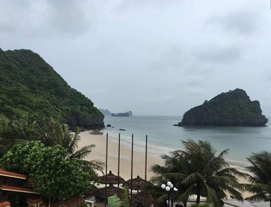 Hơn 500 khách du lịch lưu trú tại đảo Cát Bà, trải nghiệm bão - Ảnh 1