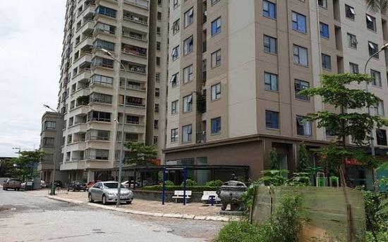 Tạm đình chỉ nam bảo vệ bị tố sàm sỡ 2 bé gái trong thang máy chung cư ở Hà Nội - Ảnh 1
