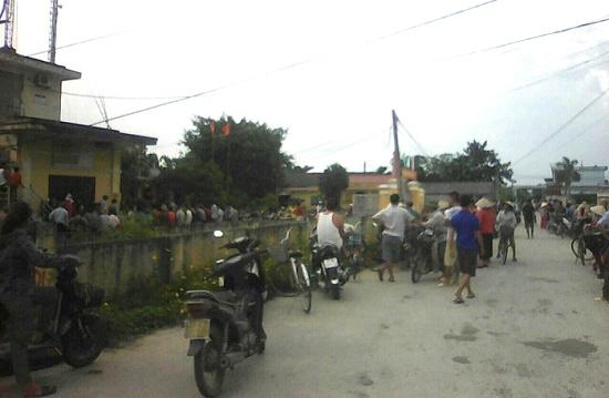 Điều tra nghi vấn người đàn ông bắt cóc trẻ em gần cổng trường tiểu học - Ảnh 1