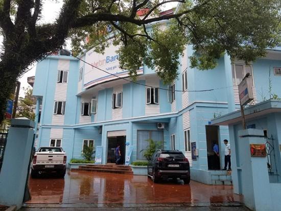 Lào Cai: Vây bắt đối tượng vác dao cướp ngân hàng giữa ban ngày - Ảnh 1