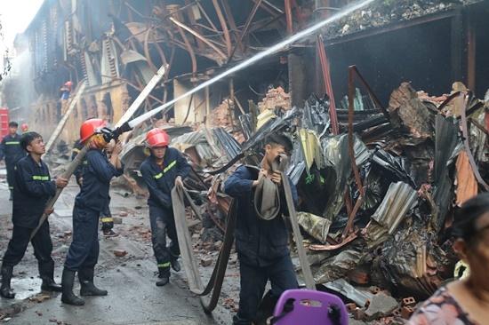 Công ty bóng đèn phích nước Rạng Đông tan hoang sau vụ cháy kinh hoàng - Ảnh 2