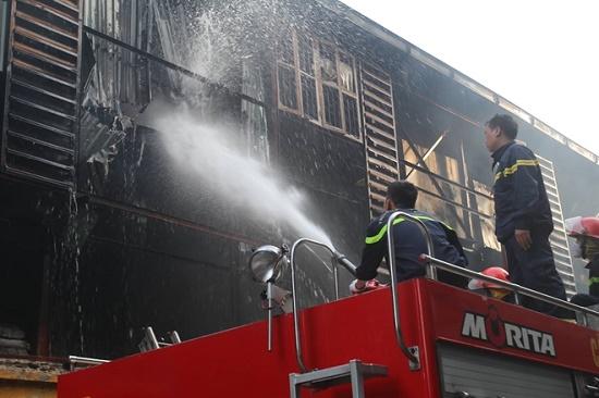 Công ty bóng đèn phích nước Rạng Đông tan hoang sau vụ cháy kinh hoàng - Ảnh 3