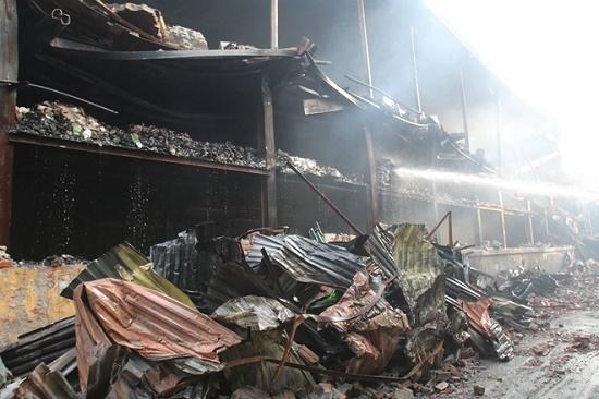 Công ty bóng đèn phích nước Rạng Đông tan hoang sau vụ cháy kinh hoàng - Ảnh 4