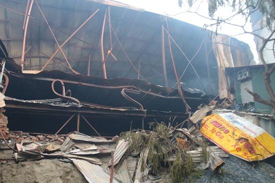 Công ty bóng đèn phích nước Rạng Đông tan hoang sau vụ cháy kinh hoàng - Ảnh 5