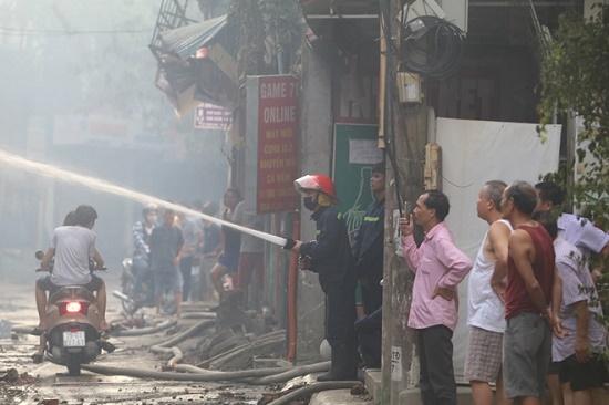 Công ty bóng đèn phích nước Rạng Đông tan hoang sau vụ cháy kinh hoàng - Ảnh 6