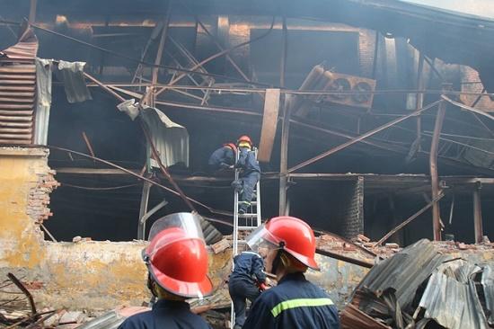 Công ty bóng đèn phích nước Rạng Đông tan hoang sau vụ cháy kinh hoàng - Ảnh 8