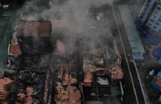 Công ty bóng đèn phích nước Rạng Đông tan hoang sau vụ cháy kinh hoàng - Ảnh 9