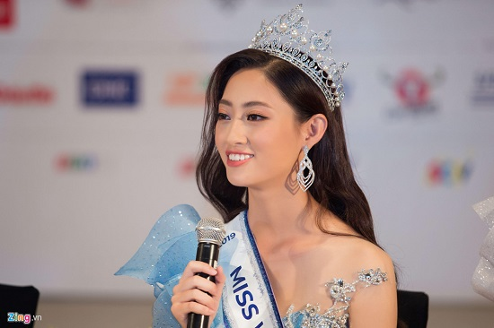 Hoa hậu Lương Thùy Linh xuất hiện rạng rỡ cùng dàn á hậu sau đêm đăng quang - Ảnh 3
