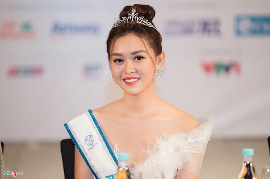 Hoa hậu Lương Thùy Linh xuất hiện rạng rỡ cùng dàn á hậu sau đêm đăng quang - Ảnh 6