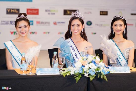Hoa hậu Lương Thùy Linh xuất hiện rạng rỡ cùng dàn á hậu sau đêm đăng quang - Ảnh 7