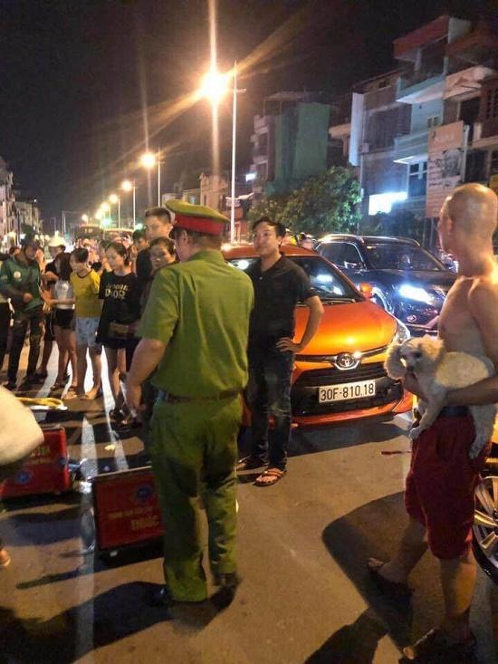Hà Nội: Xử lý vụ tài xế xe Wigo rút dao đâm gục đối phương sau va chạm giao thông - Ảnh 5