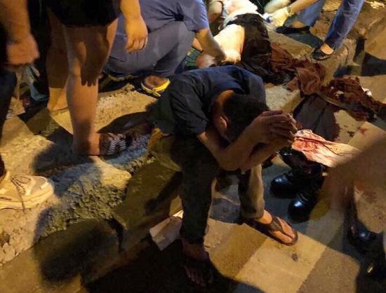 Hà Nội: Xử lý vụ tài xế xe Wigo rút dao đâm gục đối phương sau va chạm giao thông - Ảnh 1