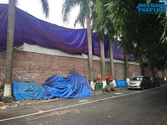 Hai tuần sau vụ cháy công ty Rạng Đông: Chung cư lác đác đèn, phố Hạ Đình đìu hiu khác lạ - Ảnh 1