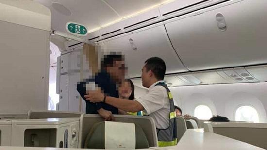 Vụ khách thương gia bị tố sàm sỡ nữ hành khách: Nhân viên an ninh sân bay bị phạt - Ảnh 1