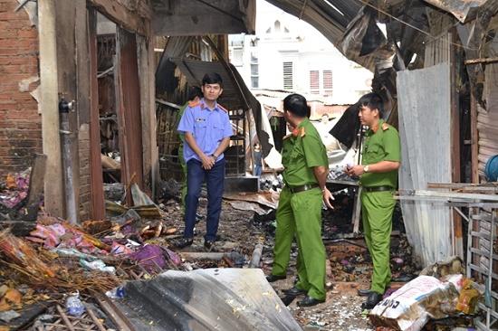 Chợ Bình Long hoang tàn sau vụ cháy kinh hoàng, nghi do đốt vàng mã - Ảnh 4