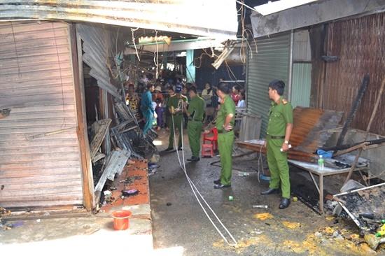 Chợ Bình Long hoang tàn sau vụ cháy kinh hoàng, nghi do đốt vàng mã - Ảnh 6