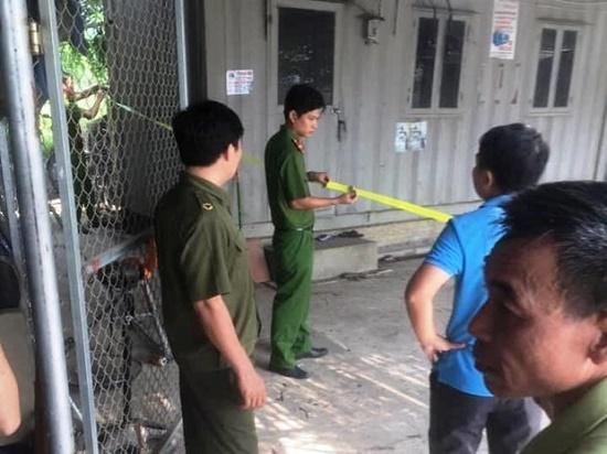 Hà Nội: Nghi án chồng tẩm xăng đốt vợ rồi tự thiêu trong thùng container - Ảnh 1