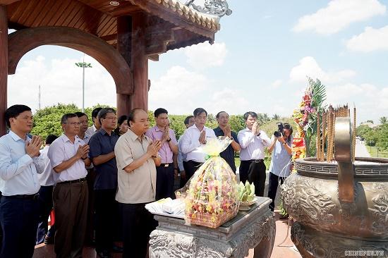 Thủ tướng dâng hương tại Thành cổ Quảng Trị - Ảnh 2