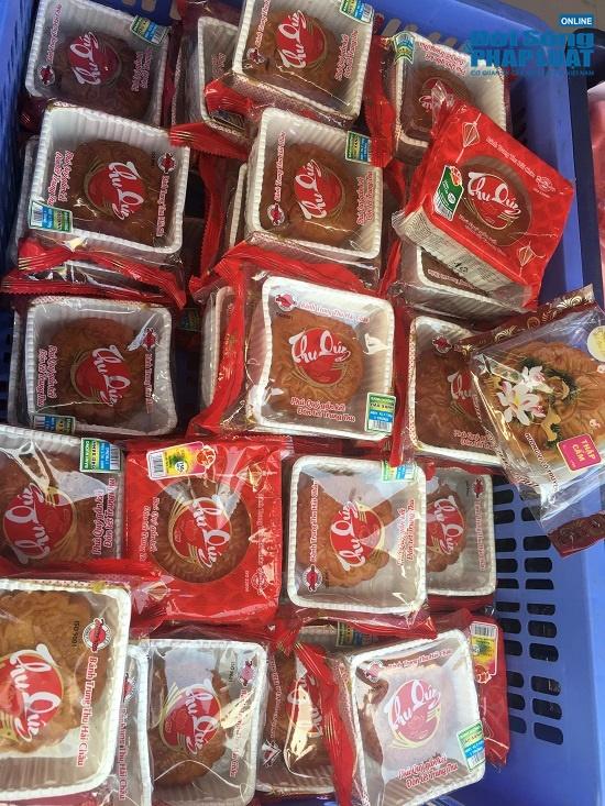 Choáng với giá bánh Trung thu siêu rẻ chỉ từ 10 nghìn đồng, khách hàng đổ xô mua - Ảnh 4
