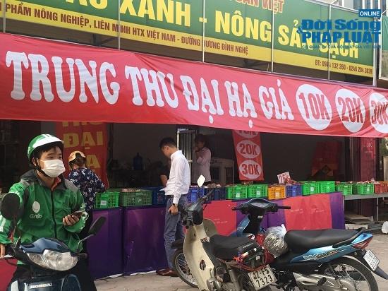 Choáng với giá bánh Trung thu siêu rẻ chỉ từ 10 nghìn đồng, khách hàng đổ xô mua - Ảnh 9