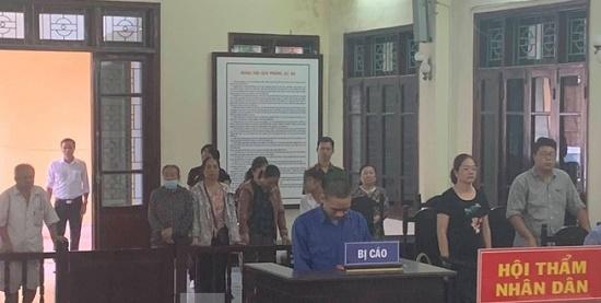 Tin tức pháp luật mới nhất ngày 21/9/2019: Cán bộ phường dâm ô trẻ em lĩnh án 2 năm tù - Ảnh 1