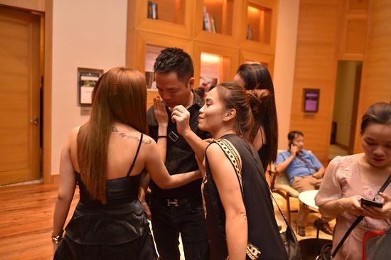 Quang Hà và ekip không kìm được nước mắt, bật khóc trong liveshow - Ảnh 2