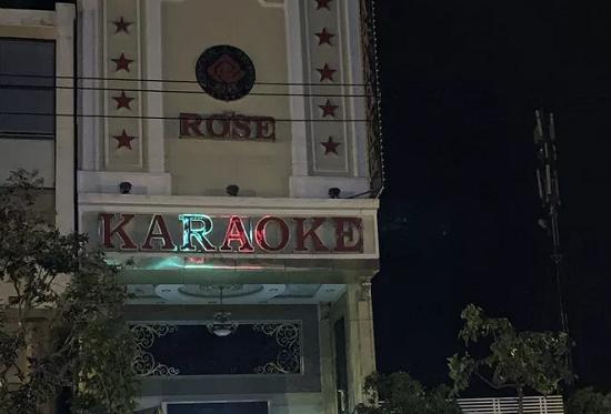 """Đột kích quán karaoke, phát hiện 15 nam nữ thanh niên đang """"bay lắc"""" ma túy - Ảnh 1"""