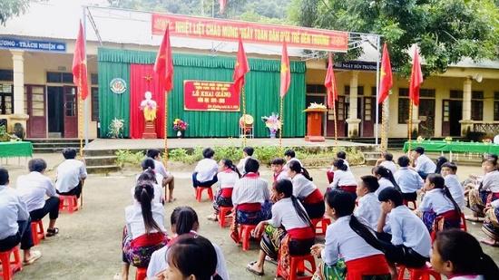 """Lễ khai giảng """"đặc biệt"""" tại trường học ở xã nghèo nhất Nghệ An - Ảnh 1"""