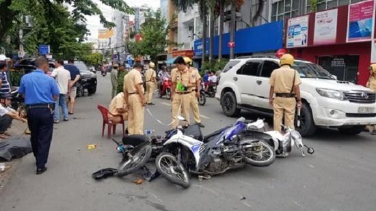 Tin tức tai nạn giao thông mới nhất hôm nay 6/9/2019: Ô tô tông hàng loạt xe máy ở TP.HCM - Ảnh 1