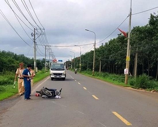 Chiến sĩ CSGT bị nam thanh niên không đội mũ bảo hiểm đi xe máy tông trọng thương - Ảnh 1