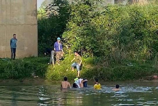 Nghệ An: Nữ lớp 10 bất ngờ gieo mình xuống sông Dinh được thầy giáo cứu sống - Ảnh 1