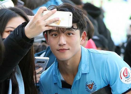 """3 """"nam thần sân cỏ"""" Hàn Quốc sở hữu ngoại hình không thua kém gì các idol - Ảnh 2"""