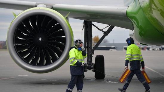May bay Nga chở 200 khách đến Việt Nam bất ngờ cháy động cơ - Ảnh 1