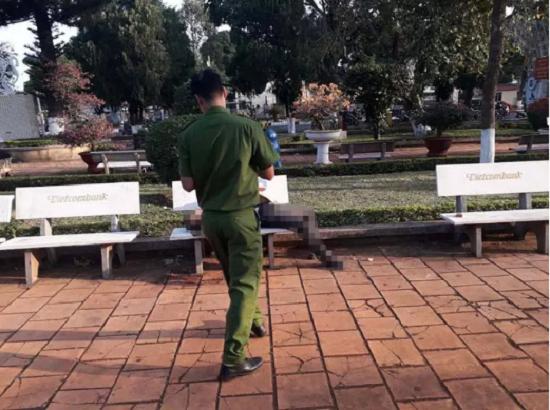 Tin tức thời sự mới nóng nhất hôm nay 19/1/2020: Người đàn ông tử vong bí ẩn trên ghế đá hoa viên - Ảnh 1