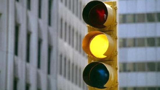 Từ 1/1/2020, lái xe máy vượt đèn vàng, đèn đỏ có thể bị xử phạt đến 1 triệu đồng - Ảnh 1