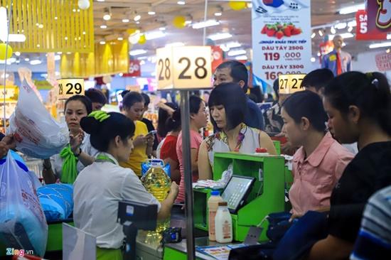 Cảnh nghìn người chen chúc khi sắm Tết tại siêu thị, đông đến nghẹt thở - Ảnh 5