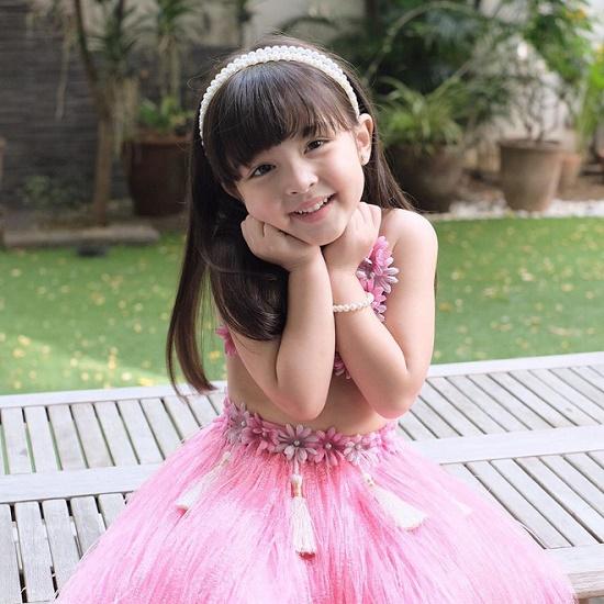 """Ngẩn ngơ vẻ đẹp tựa thiên thần của con gái """"mỹ nhân đẹp nhất Philippines"""" - Ảnh 2"""