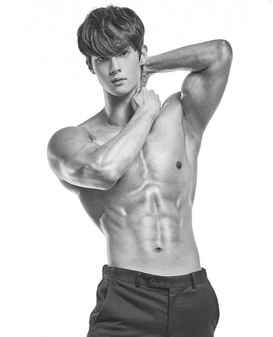 Bỏng mắt trước body 6 múi của mỹ nam Hàn Quốc nổi tiếng chỉ với clip ngồi im học bài - Ảnh 4