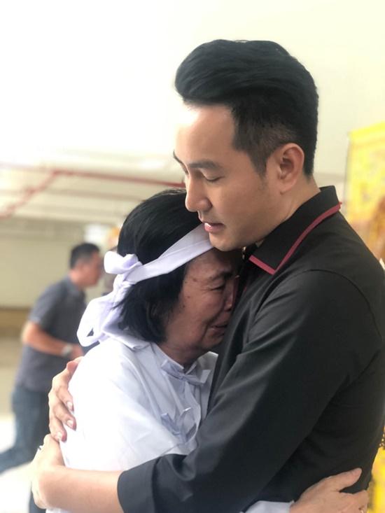 Nguyên Thủ tướng Nguyễn Tấn Dũng cùng vợ đến viếng nghệ sĩ Chánh Tín - Ảnh 6